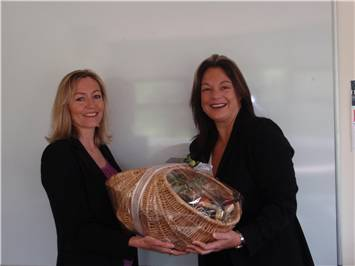 Tess Coles from ITTI receiving her prize from Robyn from Grow-Me